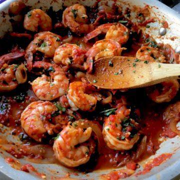 shrimp fra diavolo in pan