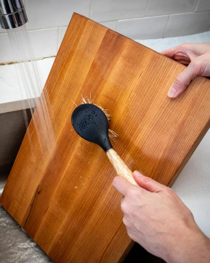 Cleaning wood cutting board